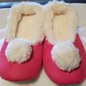 Shoes - Beautiful Pink Pom-Pom Slippers